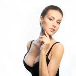 Prótese mamária associada à rinoplastia