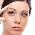 Aplicação de Botox® elimina rugas e marcas de expressão